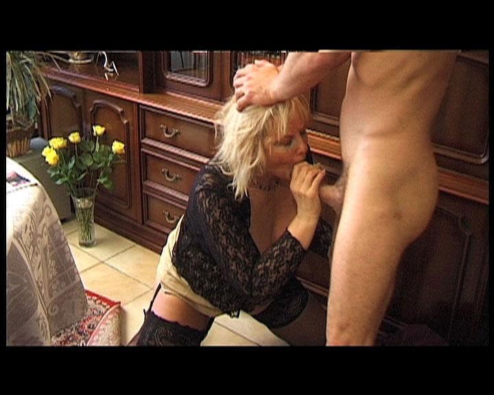 mamie fistee langue dans l anus